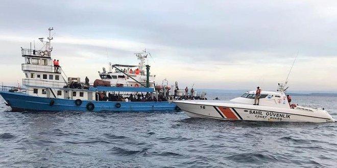 Ege'de mahsur kalan 18 göçmen kurtarıldı