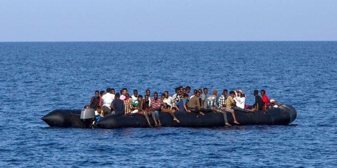 Akdeniz'deki 450 sığınmacı kurtarıldı