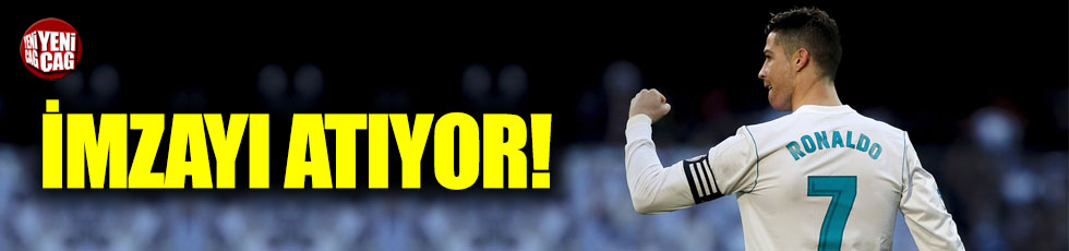 Cristiano Ronaldo Juventus'a imza atıyor