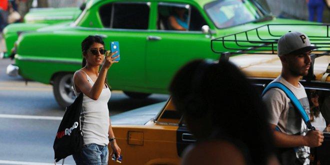 Küba'da telefonlara internet bağlantısı geliyor
