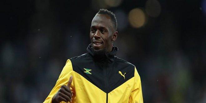 Bolt profesyonel futbolcu oluyor!