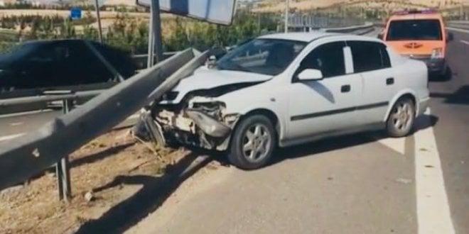 Otomobil bariyerlere çarptı: 7 yaralı