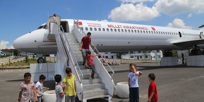 Yolcu uçağı 'millet kıraathanesi' oldu