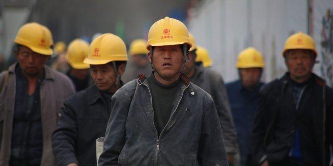 Termik santral inşaatında Çinli işçiler çalışıyor