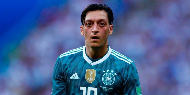 Mesut Özil bıraktı!