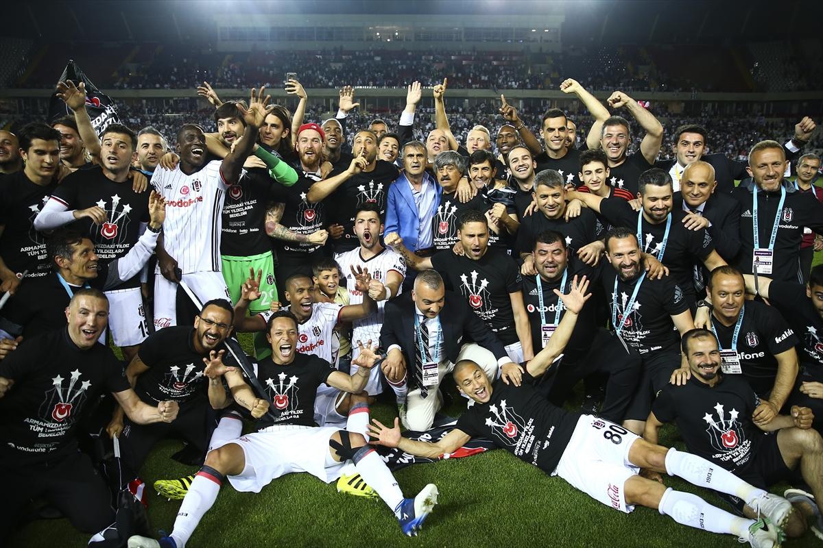 Beşiktaş'ta şampiyon kadrodan 15 oyuncu gitti