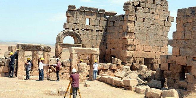 Tarihi kalede kazı çalışmalarına yeniden başlandı
