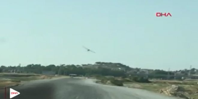 İzmir'de uçak, arabaya çarptı!