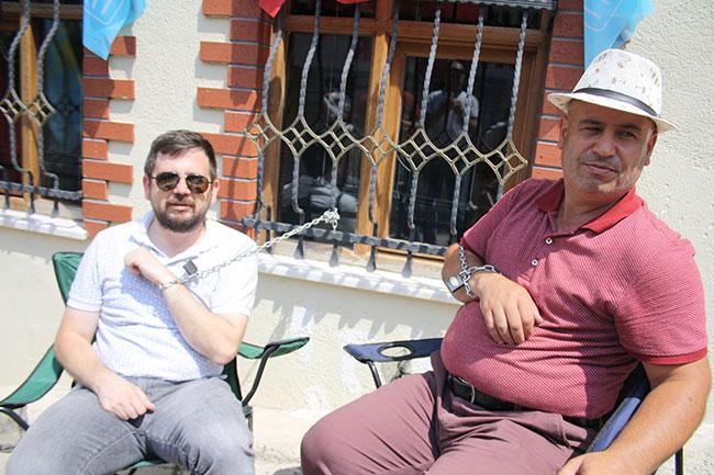 Kendilerini Akşener'in evine zincirlediler