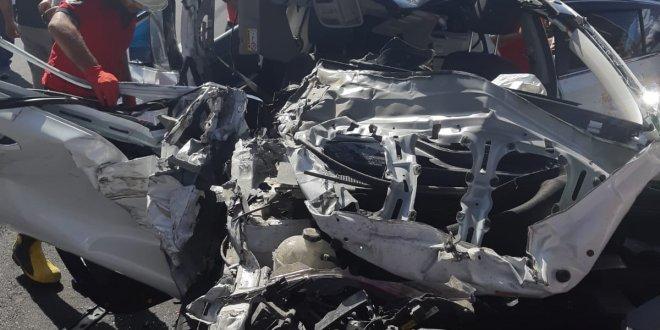 Otomobil TIR'a arkadan çarptı: 1 ölü, 3 yaralı