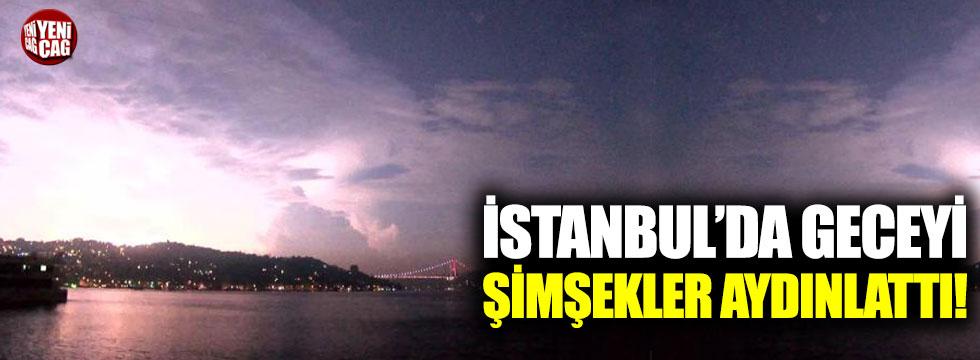 Şimşekler İstanbul'da geceyi aydınlattı