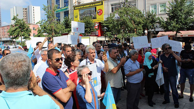 İYİ Partililerden İsmail Erdem'e protesto