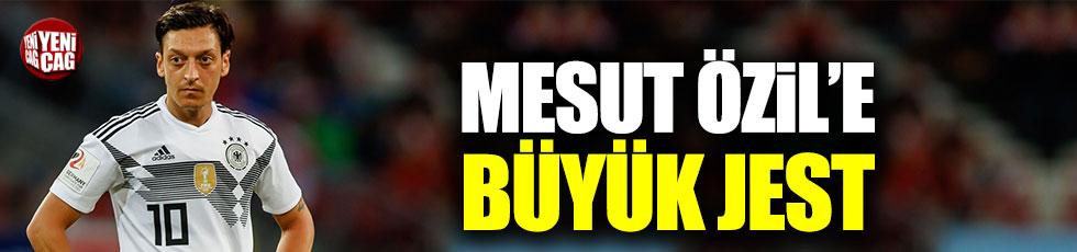 Malatya Yeşilyurt Belediyesi'nden Mesut Özil'e jest