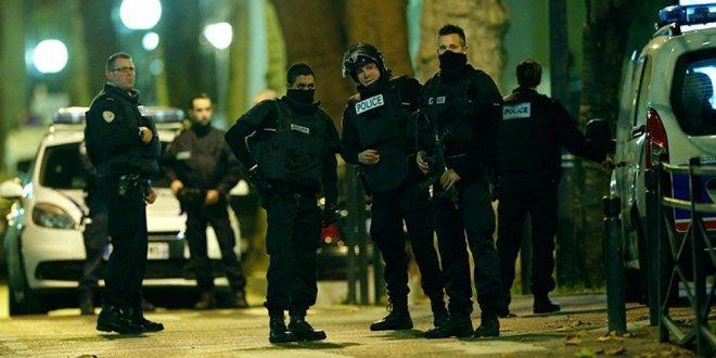 Fransa'da 3 kişiye terör saldırısı soruşturması