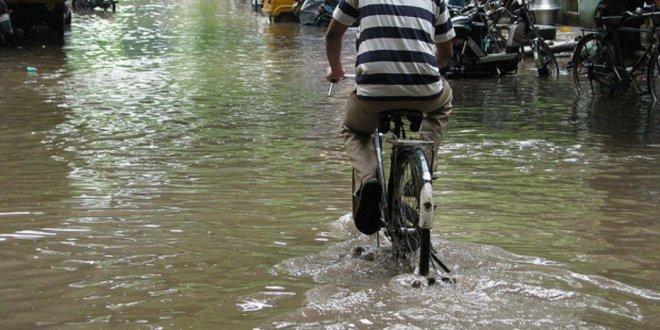 Hindistan'da muson yağmurları 569 can aldı