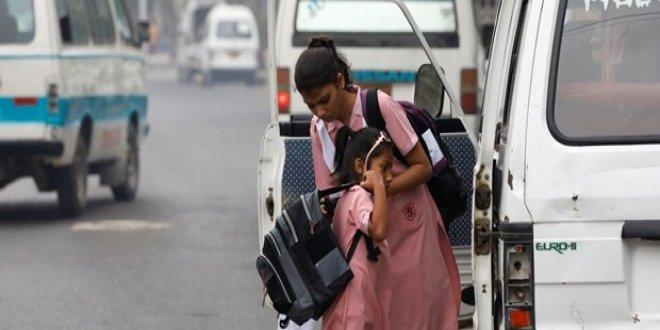 Pakistan'da 12 kız okuluna saldırı