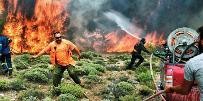 Yunanistan'da yangın istifası