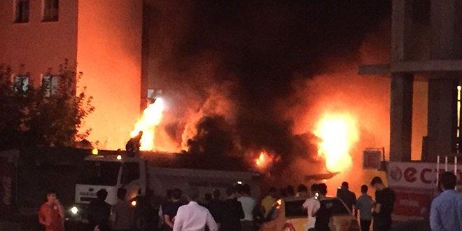 Hakkari'de yangına TOMA'lı müdahale