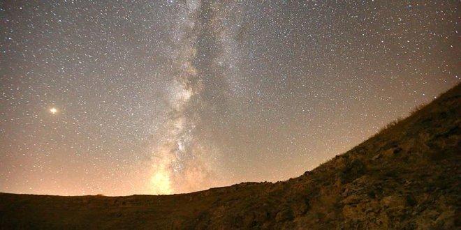 Gökyüzünde meteor yağmuru şenliği