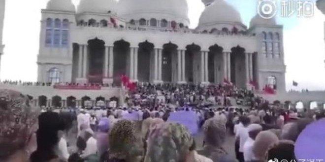 Çin'de cami yıkımı tartışması