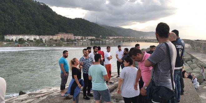 Denize giren iki inşaat işçisi kayıp