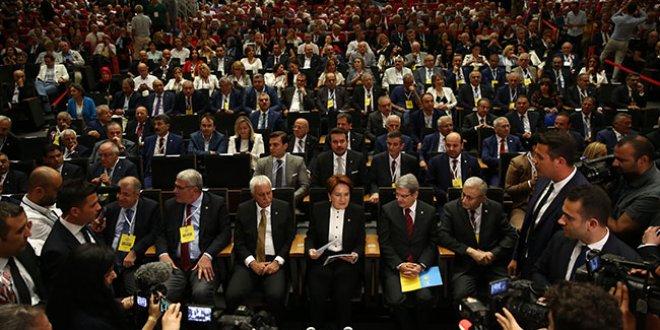 İYİ Parti kurultayından dikkat çeken kareler