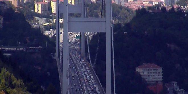 FSM Köprüsü'nde trafik kilit!