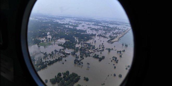 Hindistan'da muson yağmurları 774 can aldı