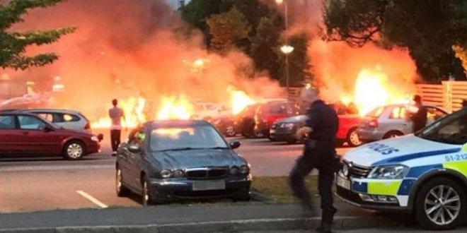İsveç'te 97 araç kundaklandı!