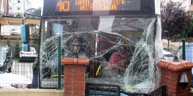 Özel halk otobüsüyle minibüs çarpıştı