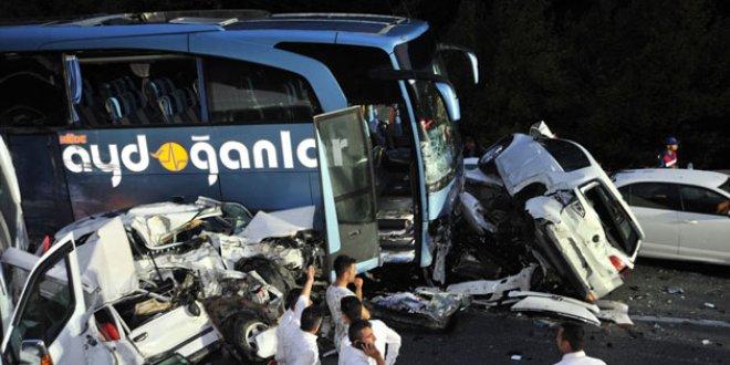 Bursa'da feci kaza: 31 araç birbirine girdi