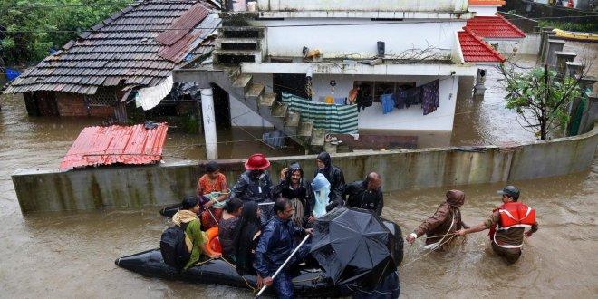 Hindistan'da muson yağmurları 324 can aldı