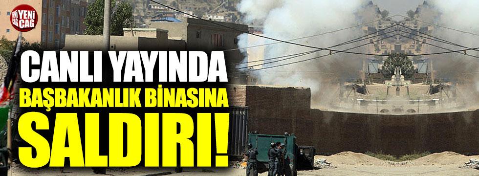 Canlı yayında başbakanlık binasına saldırı!