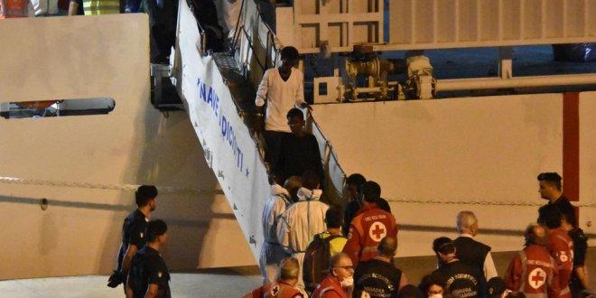 Denizde mahsur kalan göçmenlere iyi haber
