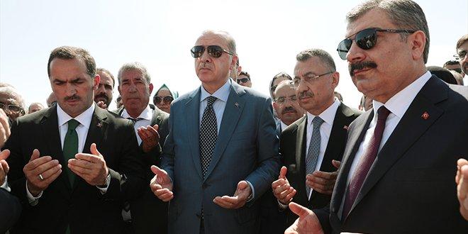Erdoğan, Selçuklu mezarını ziyaret etti