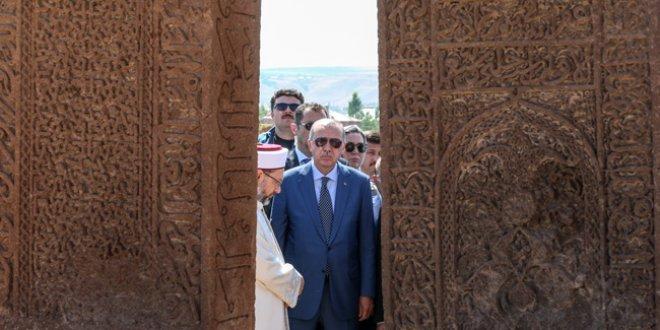 İYİ Parti-MHP arasında Ahlat polemiği