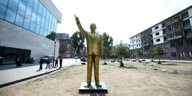 Almanya'daki Erdoğan heykeli kaldırıldı