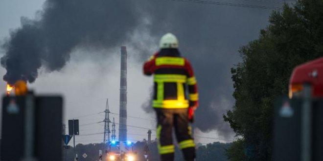 Almanya'da rafineri patladı