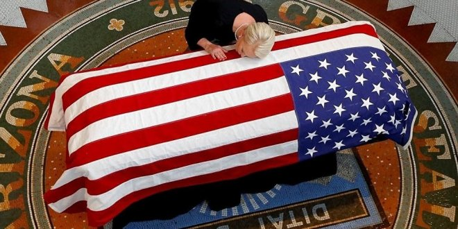 Trump McCain'in cenazesine katılmayacak