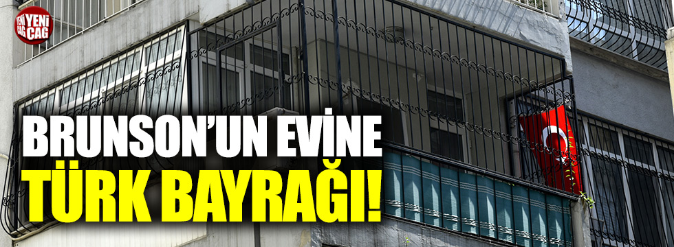 Papaz Brunson'un evine Türk bayrağı