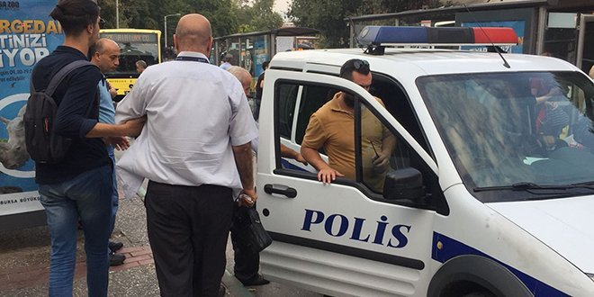 Yaşlı adamı otobüsten alıp darp edenler serbest