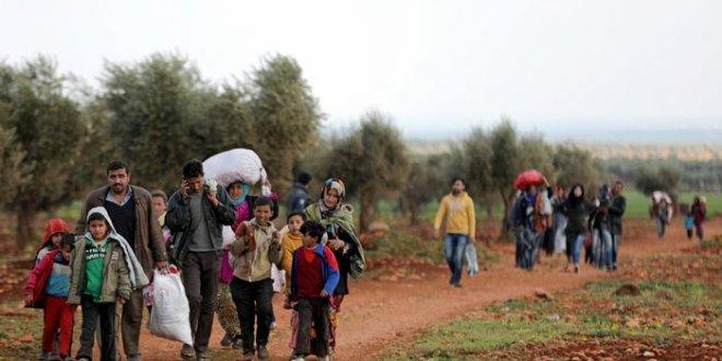 Yüzlerce sivil İdlib'den kaçıyor