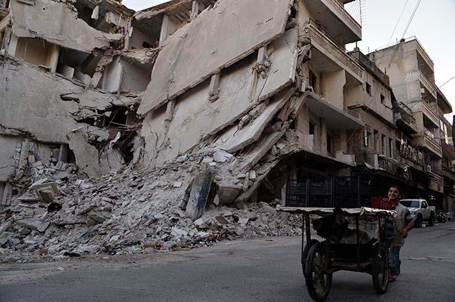 Rusya ve Esad rejiminin saldırısı İdlib'i harabeye çevirdi