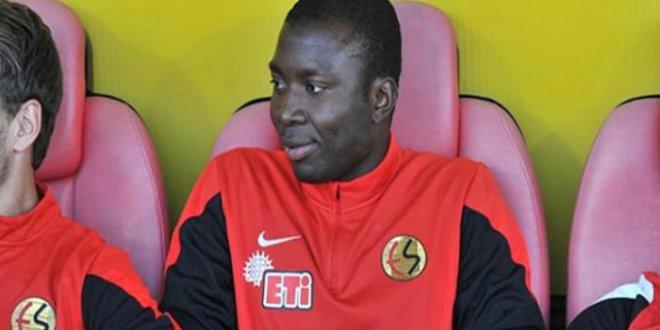 Eskişehirspor'un eski oyuncu Mongongu aylık 100 Euro'ya imza attı