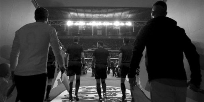 İngiltere - İsviçre maçı siyah beyaz yayınlanacak