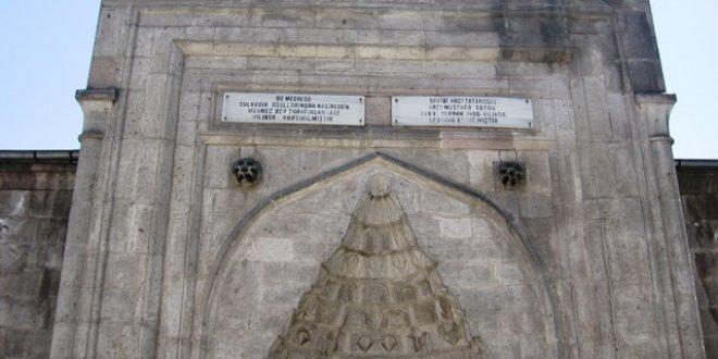 586 yıllık Hatuniye Medresesi, kiralık