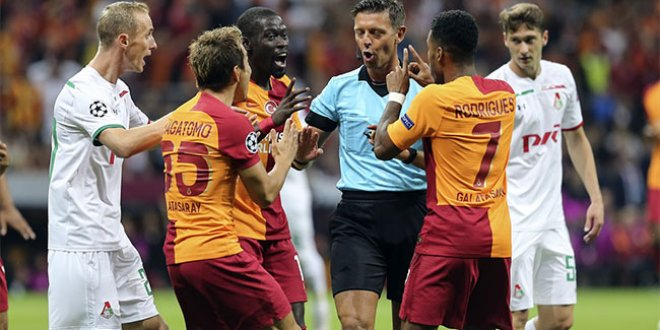 İtalyan hakem, Corluka'ya kırmızı kart göstermedi!