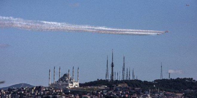 Türk Yıldızları Boğaz'da nefes kesti