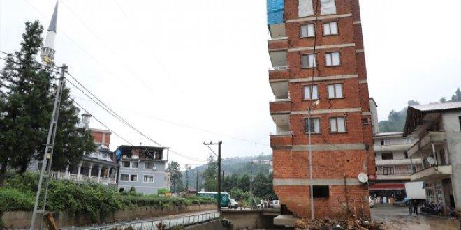Dere üzerindeki bina için yıkım kararı
