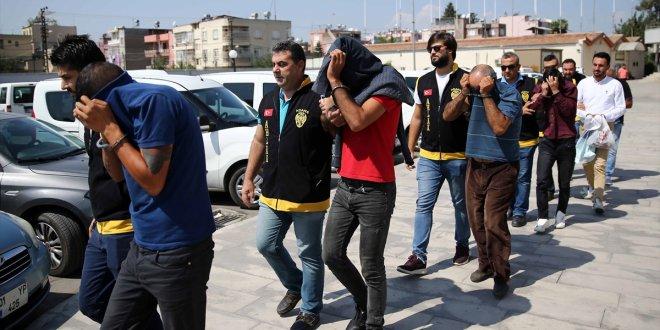 """Adana'da """"dayak timi"""" kurmuşlar"""